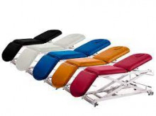 Krevet za pregled iz tri dela elektricnin Electric table 3 sections with vertical rise and wheels