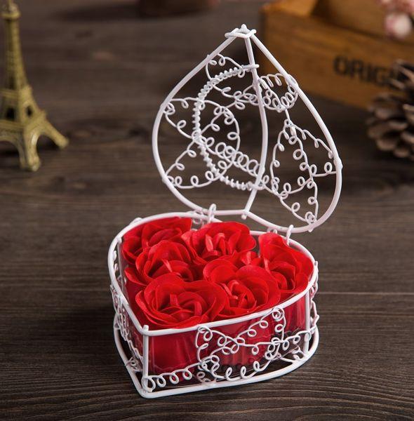 Trandafiri de sapun in cosulet romantic in forma de inima