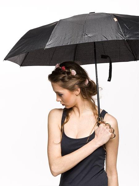 Umbrela eleganta cu maner auriu