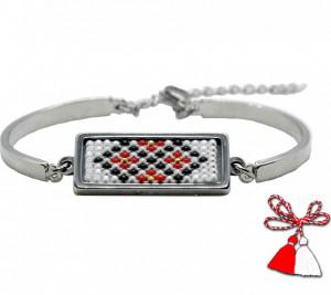 Bratara-martisor inox cu margele cusute manual Dar cu dor - motiv traditional romburi ingemanate rosu alb negru