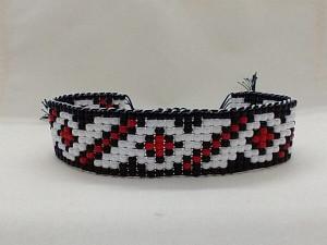 Bratara din margele tesute manual Dar cu dor - motiv traditional geometric negru si rosu