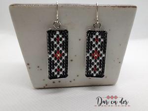 Cercei-martisor inox cu margele cusute manual Dar cu dor - motiv traditional negru si rosu