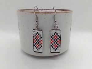 Cercei inox cu margele cusute manual Dar cu dor - motiv traditional romburi ingemanate rosu alb negru