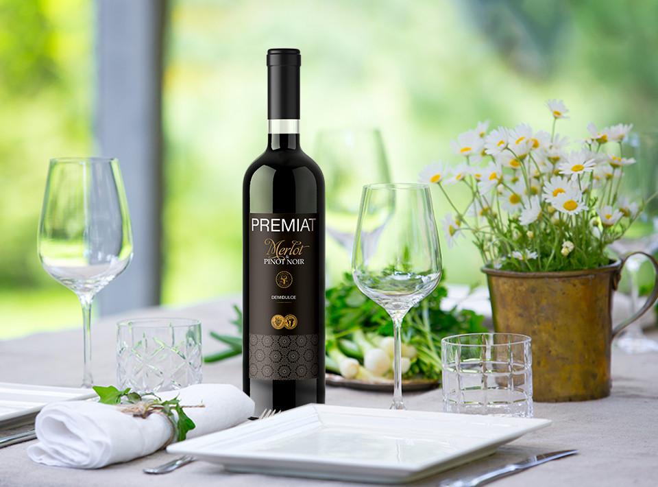 Premiat, Merlot & Pinot Noir, Demidulce, 12%, 0.75L