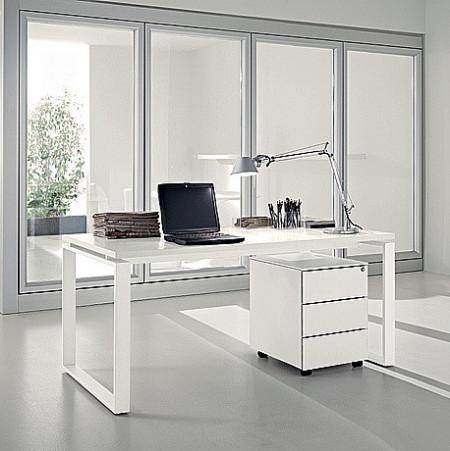 scrivania completa di cassettiera