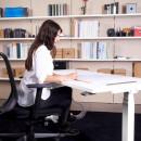 scrivania con regolazione dell' altezza