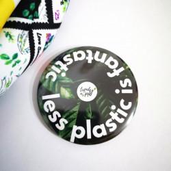 Magnet cu inscriptia - Cu cat mai putin plastic atat mai bine