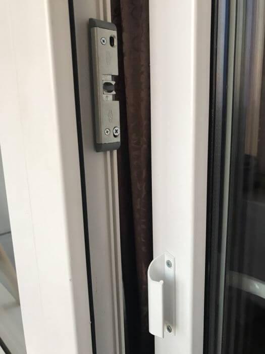 Sistem de inchidere pentru usa de balcon