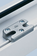 Blocatori pentru ferestre și uși din PVC