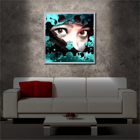 Tablou iluminat LED cu rama metalica Woman Face (60 x 60 cm)