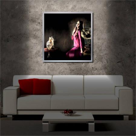 Tablou iluminat LED cu rama metalica Lady & Cat (60 x 60 cm)