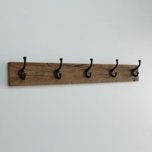 Cuier din lemn antichizat, cu 5 agatatori metalice, maro