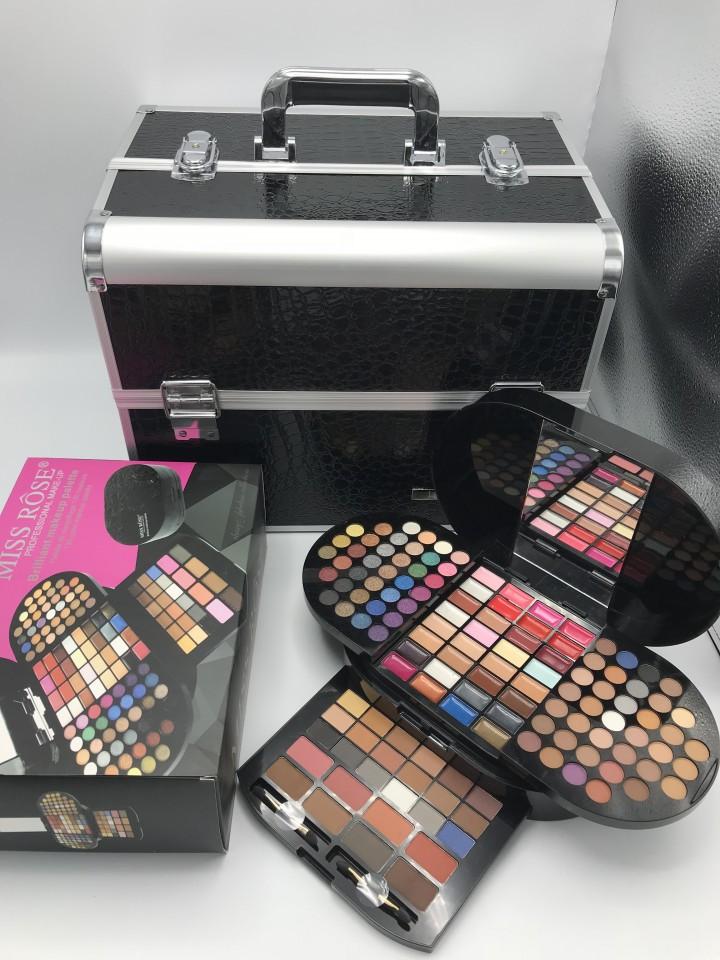 Pachet Cadoul Potrivit: Geanta depozitare cosmetice + trusa machiaj 130 farduri imagine produs