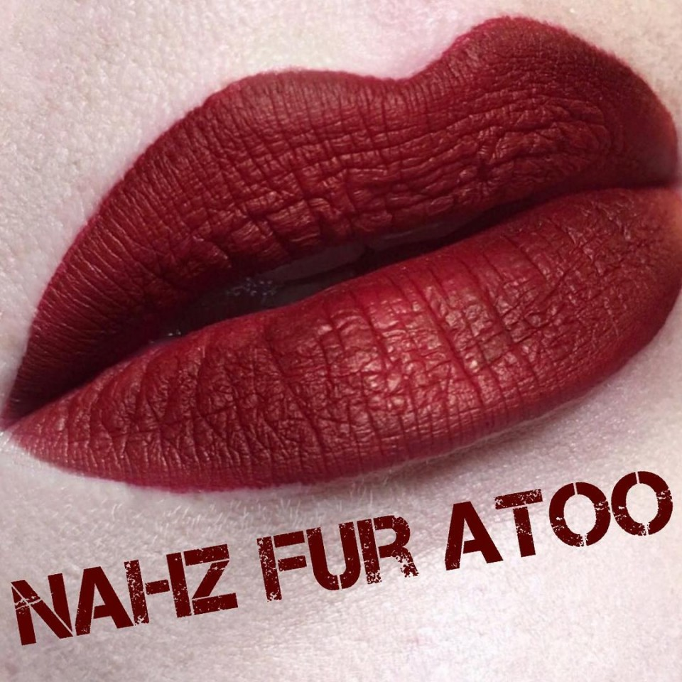 Ruj rezistent la trasfer , mat Kat Von D Nuanta Nahz Fur Atoo