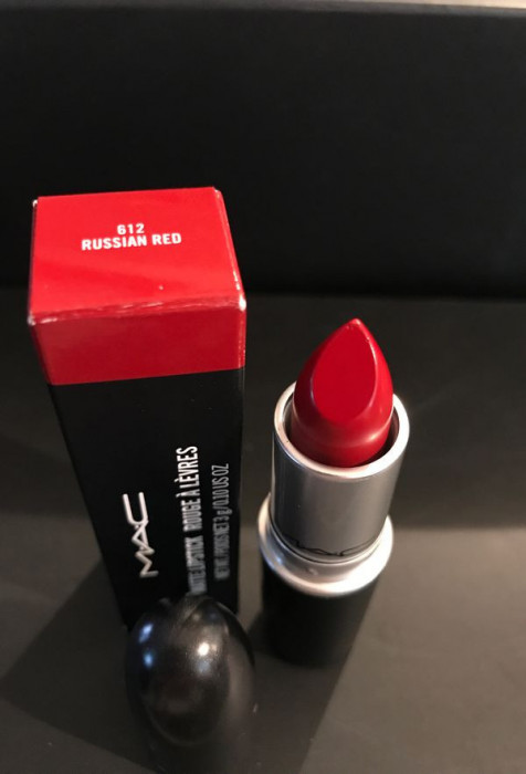 Ruj de buze MAC Matte Lipstick Nuanta 612 Russian Red
