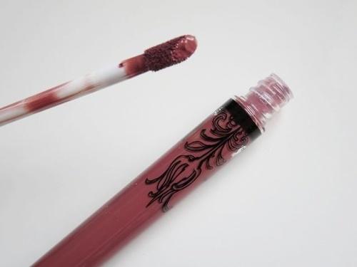 Ruj permanent original Kat Von D mat rezistenta de lunga durata nuanta Lolita