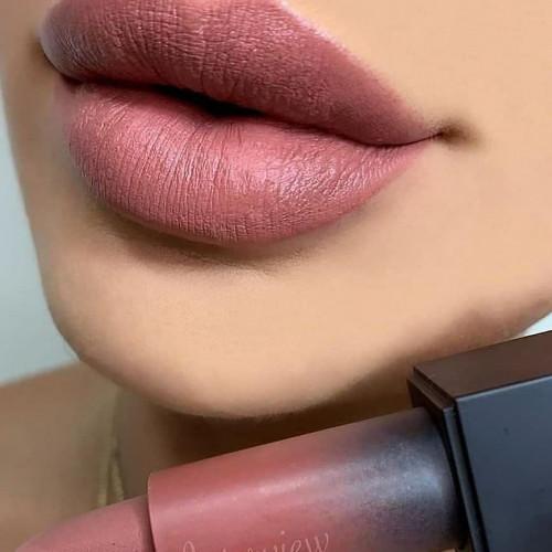 Ruj de buze mat Huda Beauty Power Bullet Matte Lipstick Interview