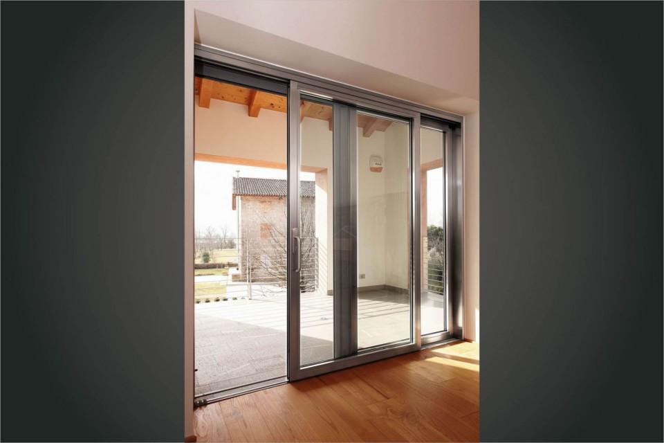 Infissi pvc alzanti scorrevoli rehau geneo 4400 x 2400 colore legno 63 colori - Stock finestre pvc ...