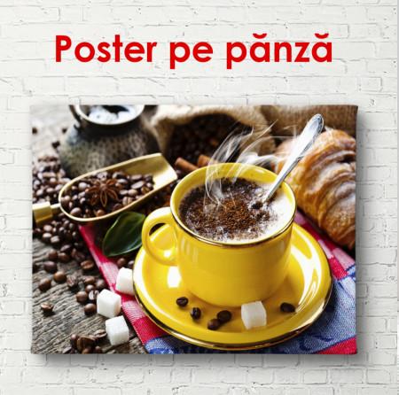 Poster, Paharul galben cu cafea pe o masă cu boabe de cafea