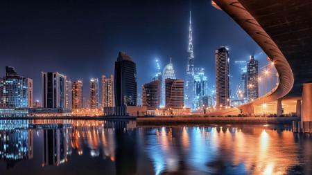 Fototapet Orase, Lumini în reflectarea apei din orașul de noapte