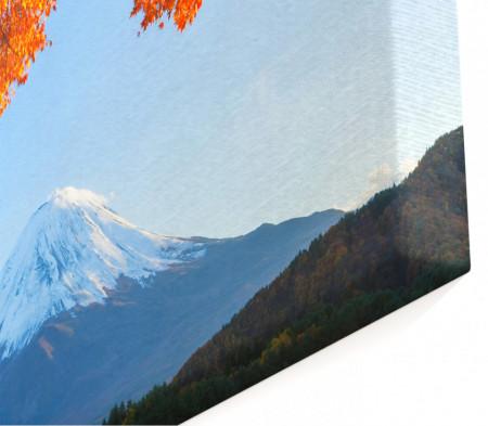 Multicanvas, Arborele de toamnă pe un fundal de munți.