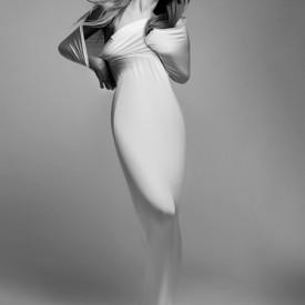 Poster, Fată într-o rochie albă