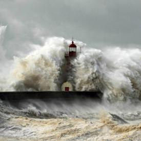 Fototapet, Valuri răzbunătoare