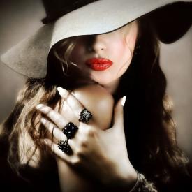 Poster, Fată misterioasă în pălărie