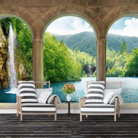 Fototapet, Un balcon frumos arcuit cu Priveliște la o cascadă