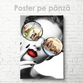 Poster, Fata glamour cu ochelari