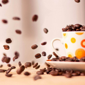 Poster, O cană de cafea cu boabe de cafea