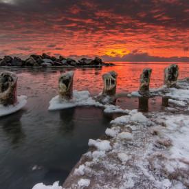Poster, Un apus de soare stacojiu într-o seară de iarnă