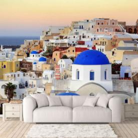Fototapet Orase, Un oraș cu clădiri albe la răsăritul soarelui