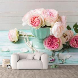 Fototapete, Uchet de bujori albe într-o vază pe masă