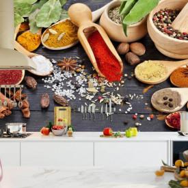 Fototapet, Condimente colorate pe linguri de lemn