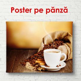 Poster, Ceașcă de cafea cu boabe de cafea pe un fundal auriu