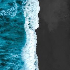 Poster, Plajă neagră și apă turcoaz
