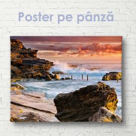 Poster, Apus purpuriu lângă plaja stâncoasă