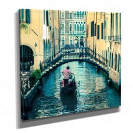 Poster, Gondola plutește pe canal