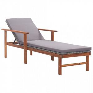 Șezlong cu pernă, gri, poliratan și lemn masiv de acacia