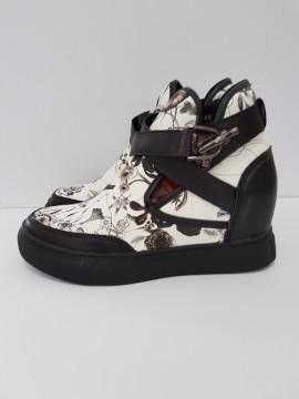 дамски обувки  с вътрешна платформа /women's shoes with inner platform