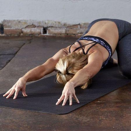 Saltea Yoga Gaiam 4 mm Neagra Perforata