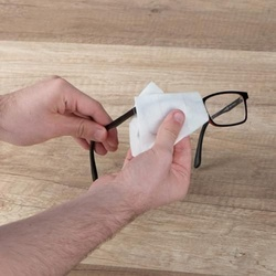 Cleaning tissues