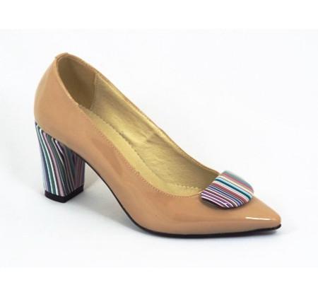 Pantofi dama eleganti bej lacuit din piele naturala cod P313