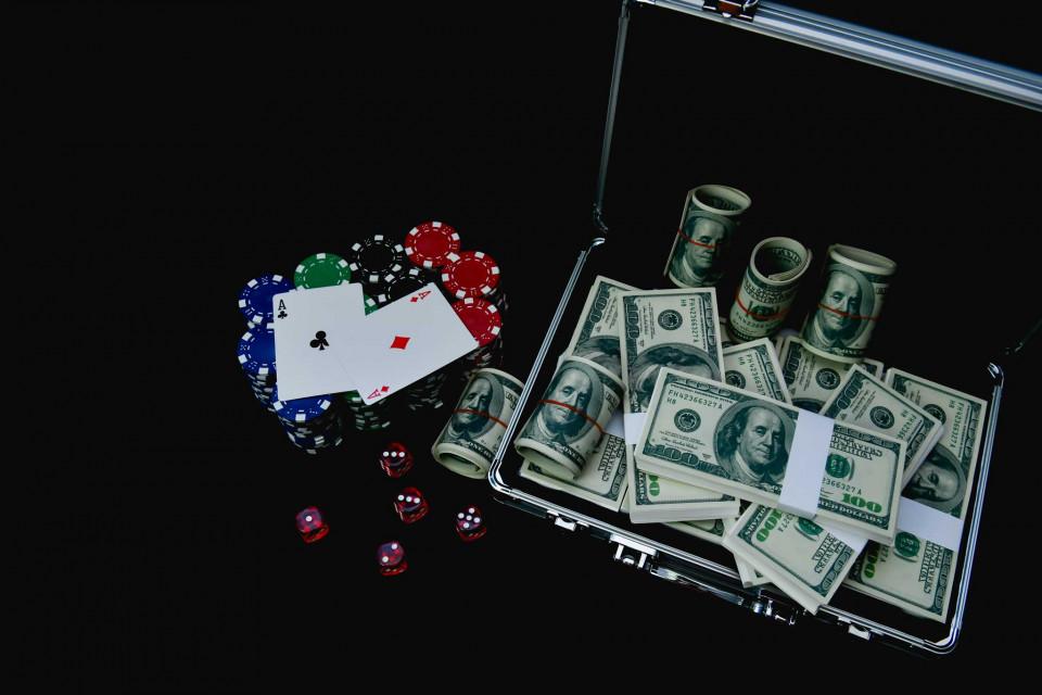 Tablouri cazino banii si asii