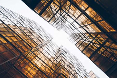 Tablouri arhitectura raze strecurate prin cladiri