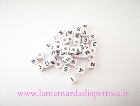 50 lettere miste 10x10mm. immagini