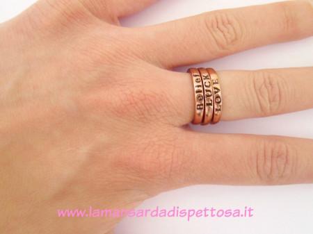 Set di anelli fortuna amore fede immagini