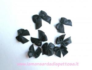 10 fiocchi fiocchetti in raso nero 25x20mm.