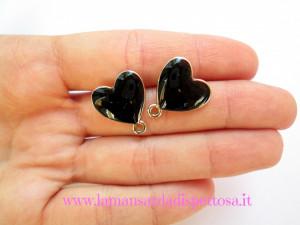 1 coppia di basi per orecchini a perno cuore nero